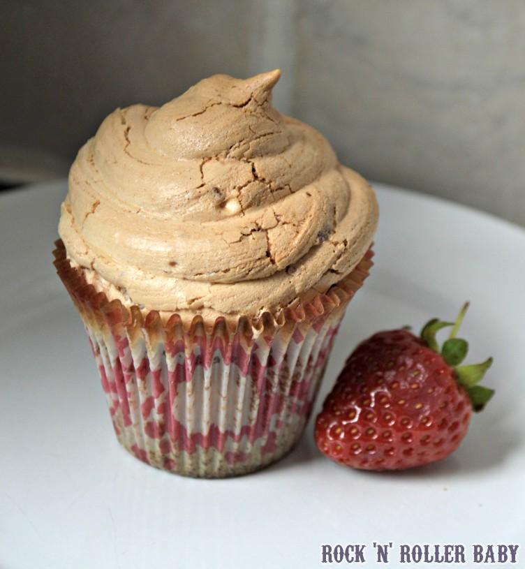 Strawberry Baked Alaska Cupcakes!
